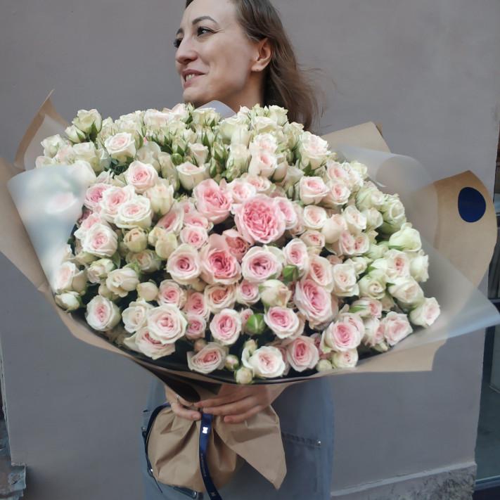 Букет из 41 кустовой розы