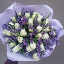 Букет тюльпанов в фиолетовом