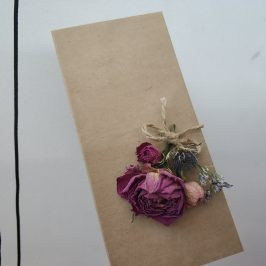 Крафтовые конверты с сухоцветами